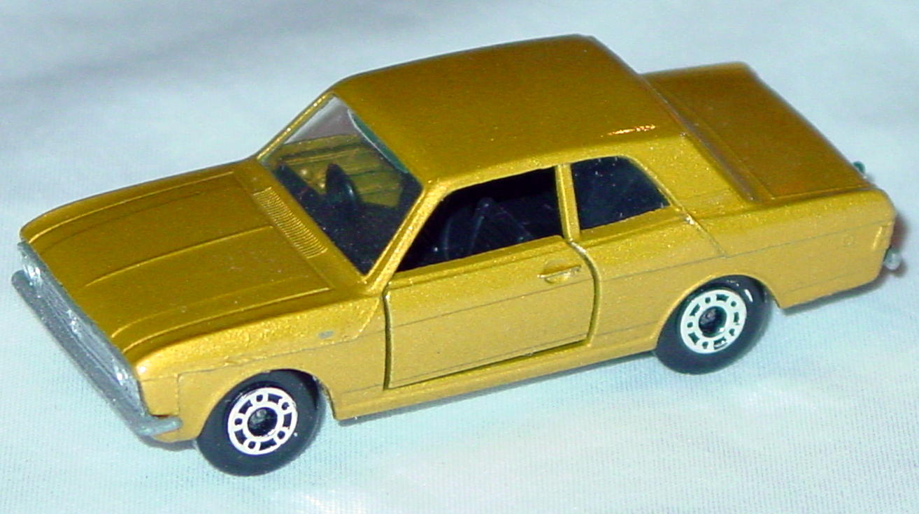 Bulgarian 25 A 3 - Ford Cortina light met Gold sil-grey base black interior