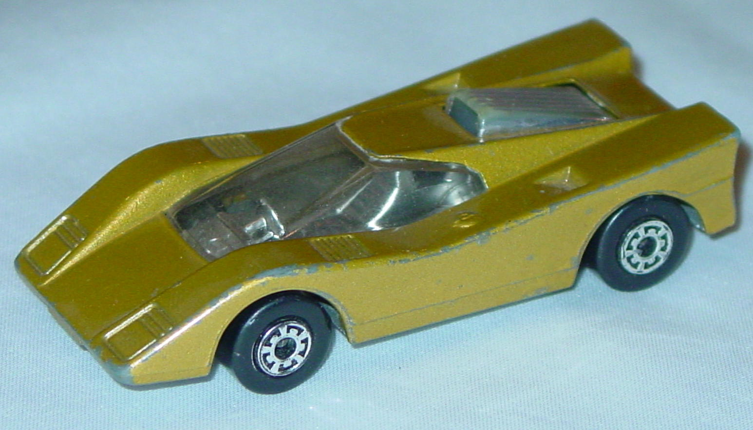 Bulgarian 07 B 3 - Flamin Manta met Gold met sil-grey base clear window