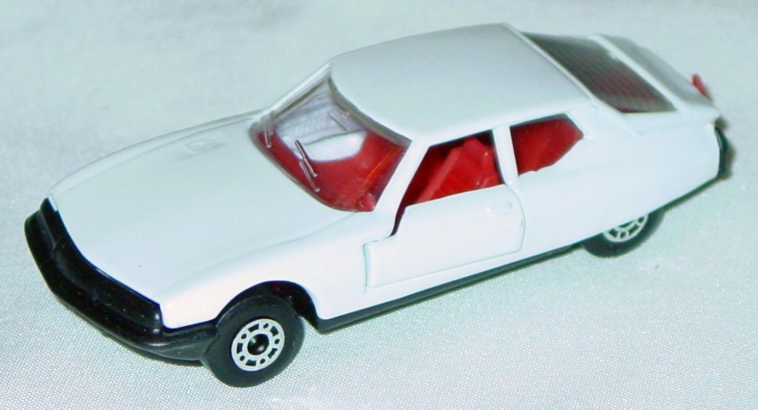 Hungarian 51 B 13 - Citroen SM White red interior clear window black base