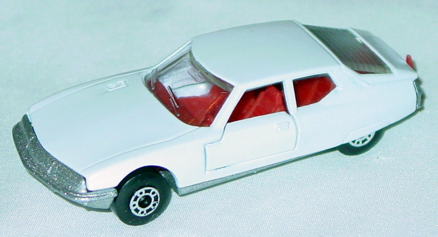 Hungarian 51 B 13 - Citroen SM White red interior clear window met sil-grey base
