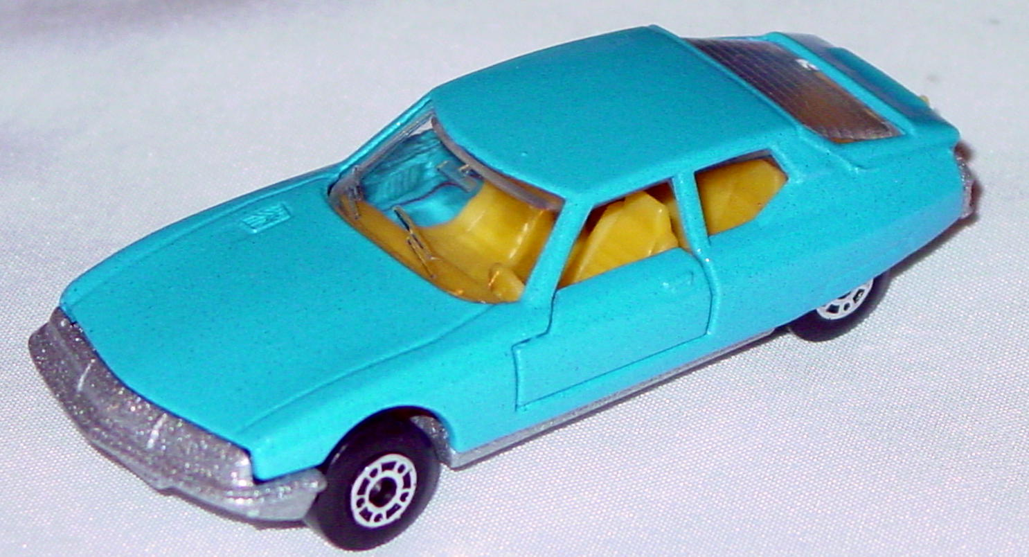 Hungarian 51 B 1 - Citroen SM light Blue yellow interior clear window met sil-grey base
