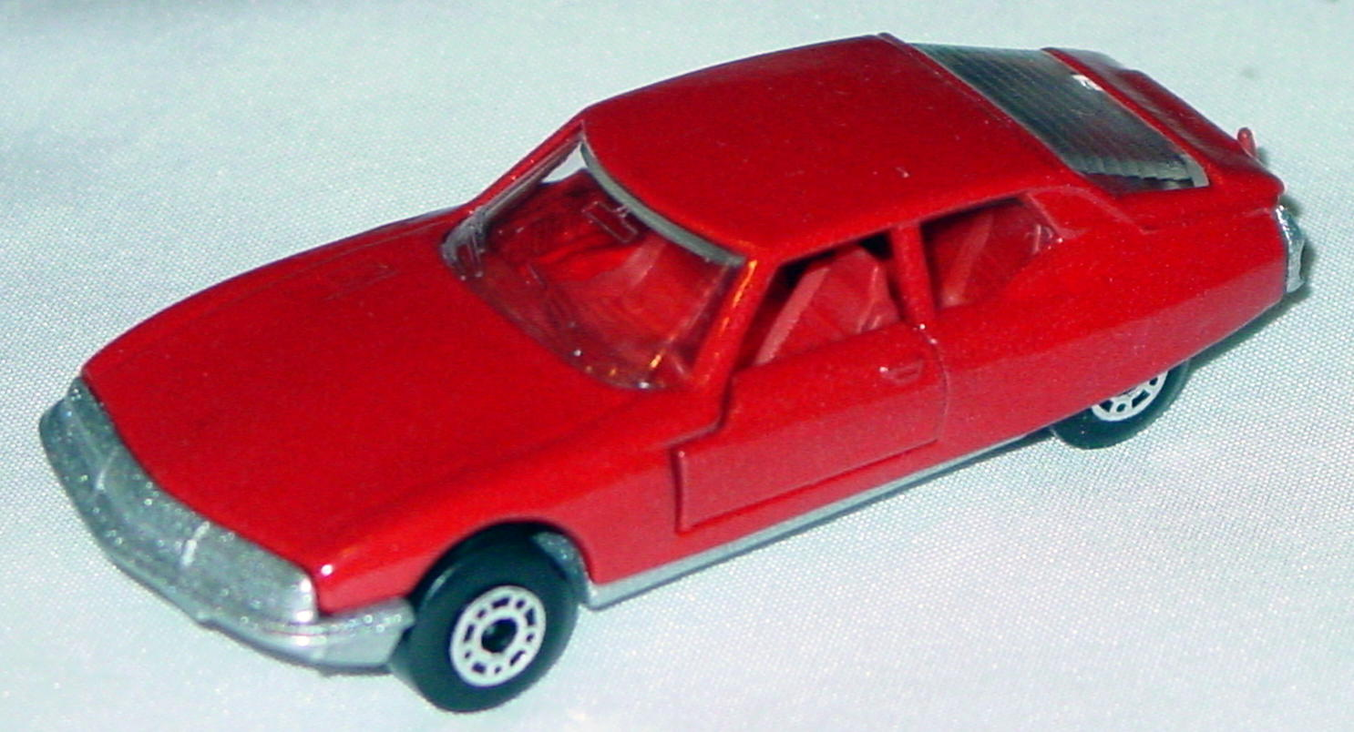 Hungarian 51 B 6 - Citroen SM Red red interior clear window met sil-grey base