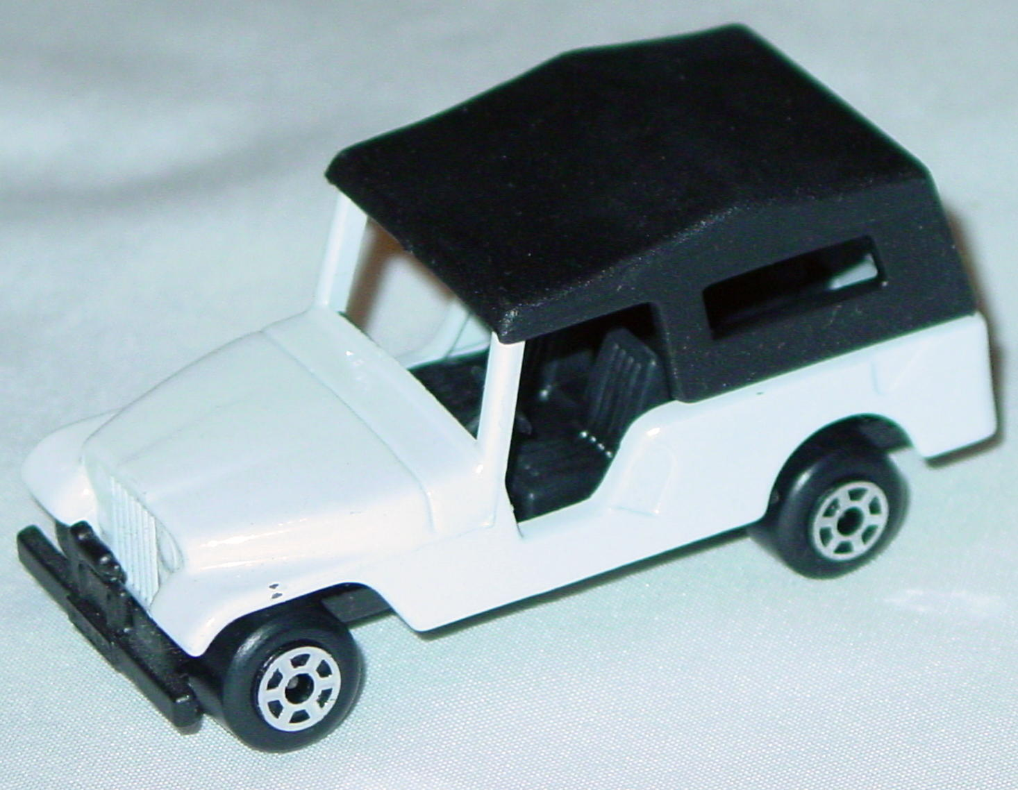 Hungarian 53 C 13 - CJ6 Jeep White black interior black roof black base 5-spoke