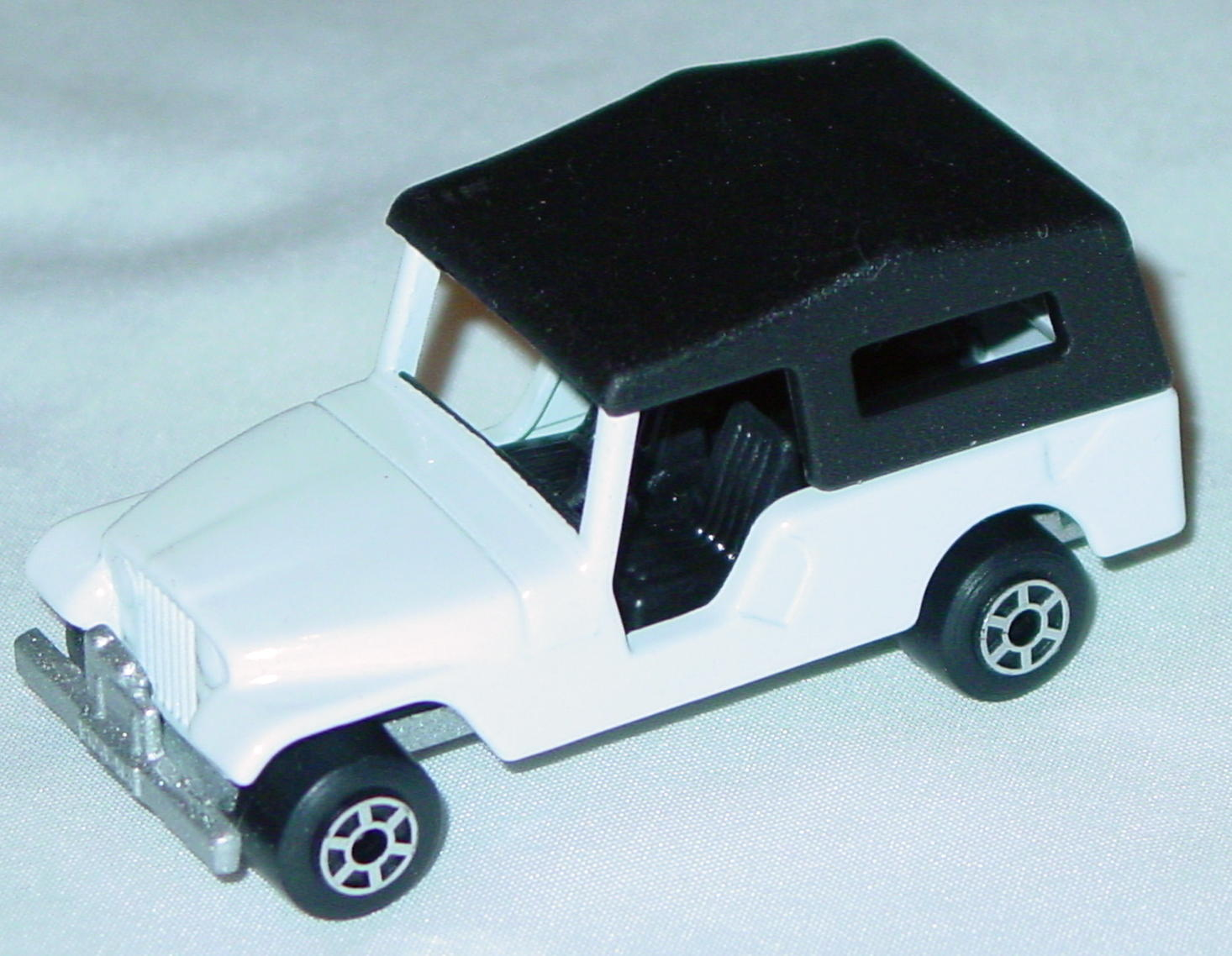 Hungarian 53 C 13 - CJ6 Jeep White black interior black roof met sil-grey 5-spoke