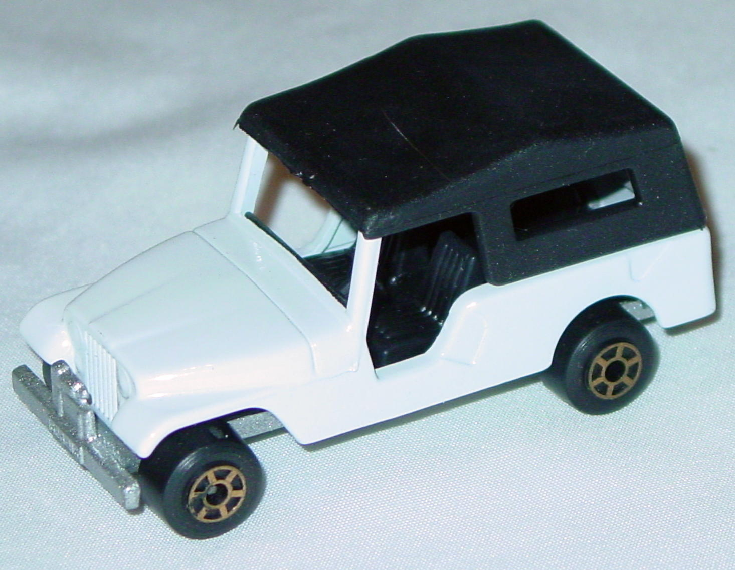 Hungarian 53 C 13 - CJ6 Jeep White black interior black roof met sil-grey gold5-spk