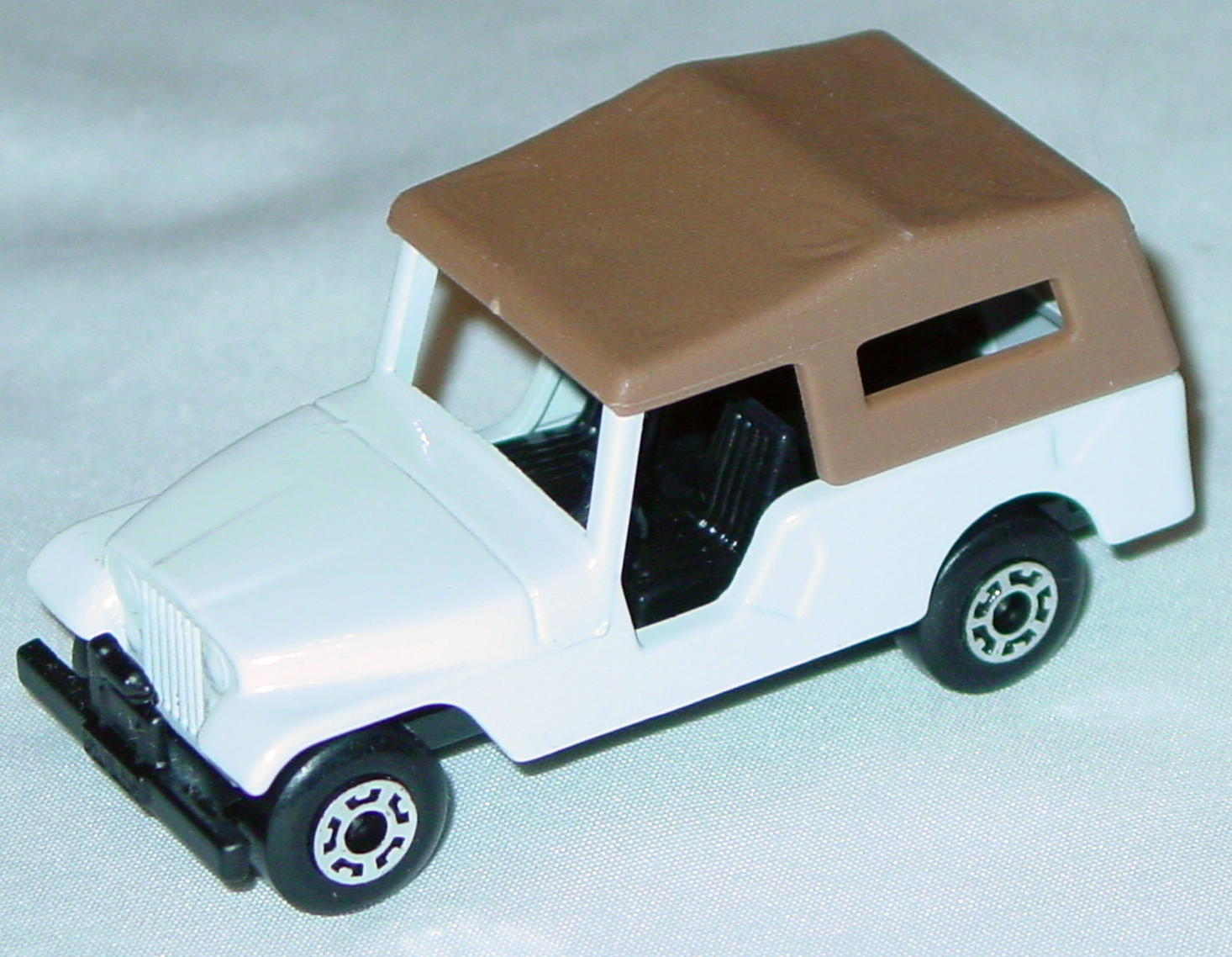 Hungarian 53 C 13 - CJ6 Jeep White black interior brown roof black base
