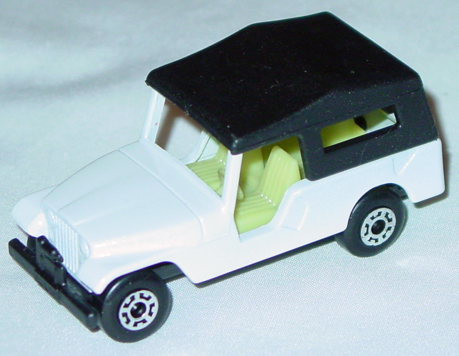 Hungarian 53 C 13 - CJ6 Jeep White light yellow interior black roof black base