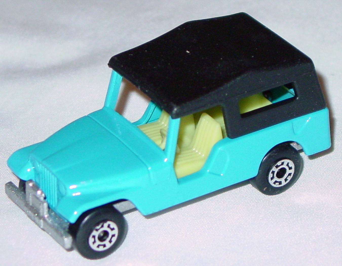 Hungarian 53 C 1 - CJ6 Jeep light Blue light yellow interior black roof met sil-grey