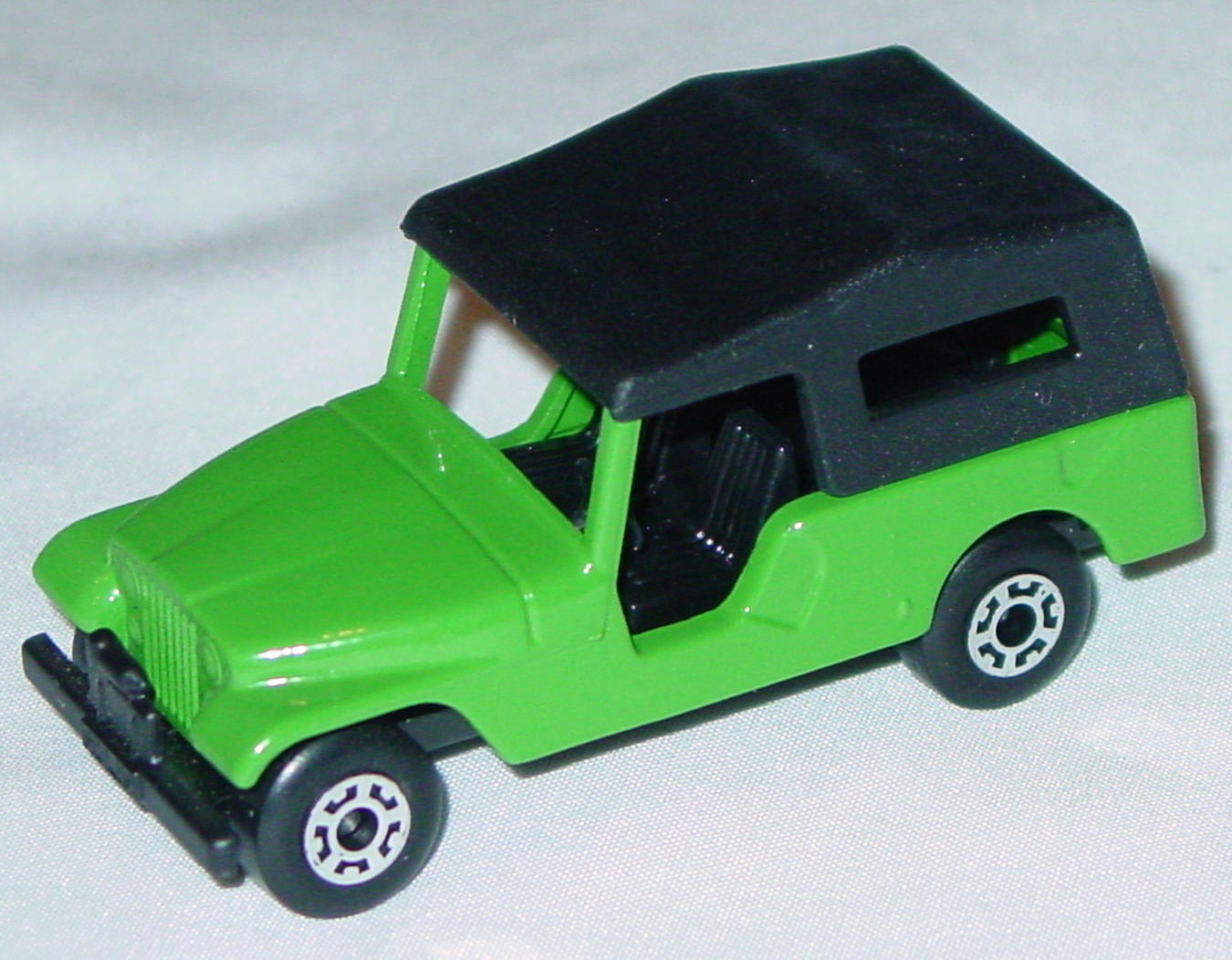 Hungarian 53 C 2 - CJ6 Jeep light Green black interior black roof black base