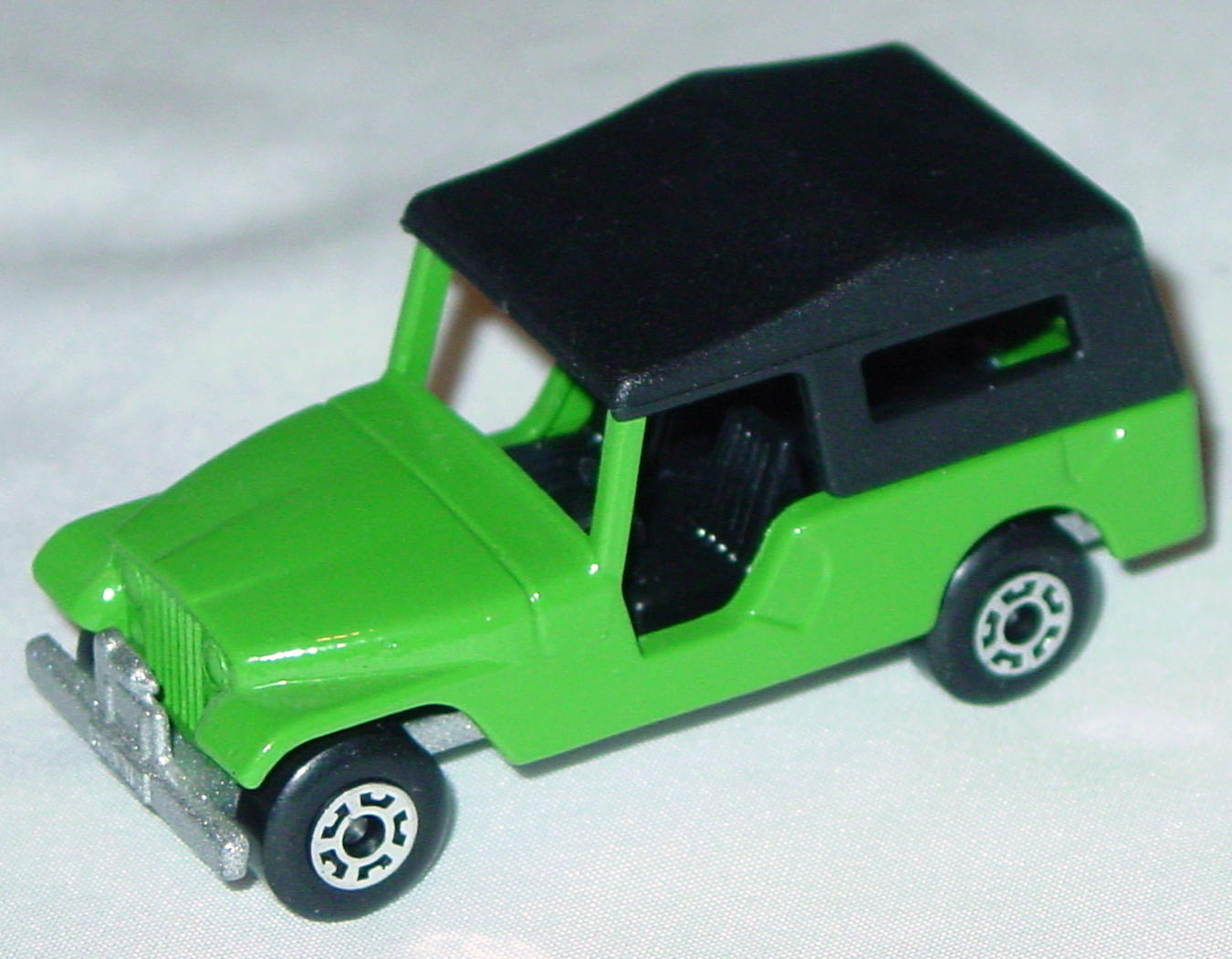 Hungarian 53 C 2 - CJ6 Jeep light Green black interior black roof met sil-grey base