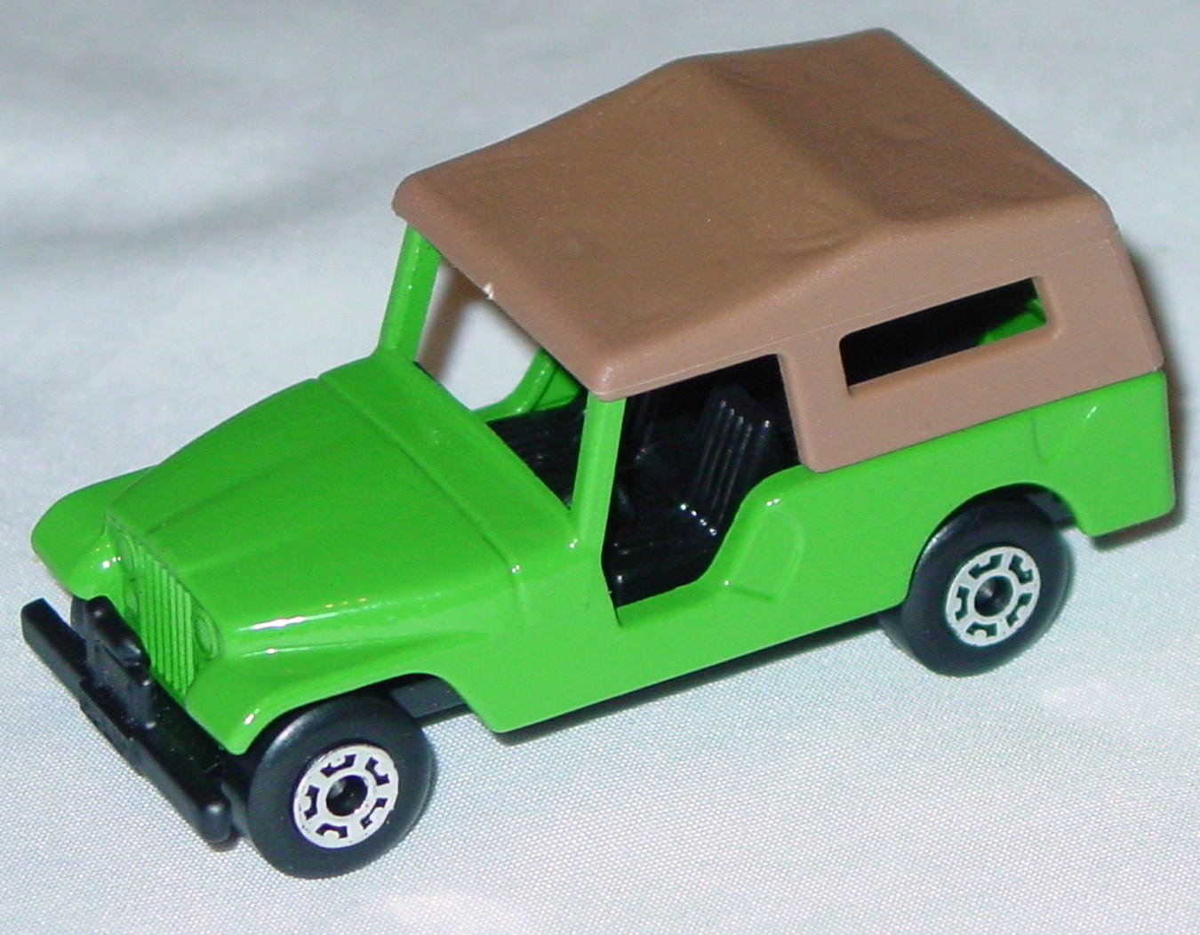 Hungarian 53 C 2 - CJ6 Jeep light Green black interior brown roof black base