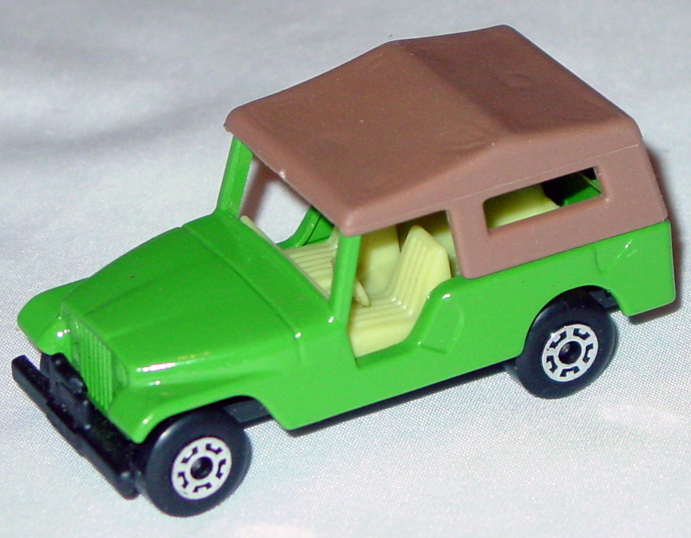 Hungarian 53 C 2 - CJ6 Jeep light Green light yellow interior brown roof black base