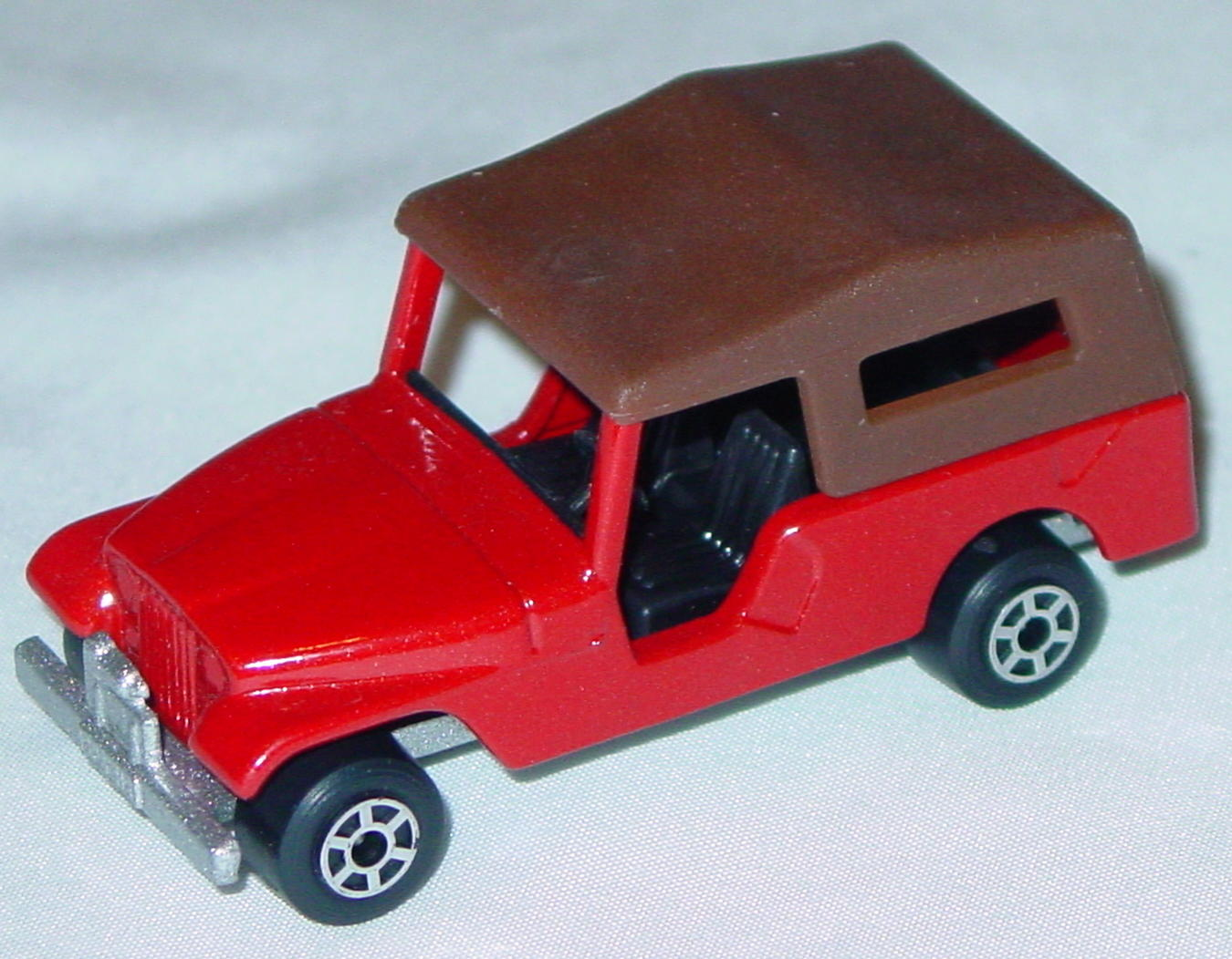 Hungarian 53 C 6 - CJ6 Jeep Red black darker brown roof met sil-grey 5-spoke