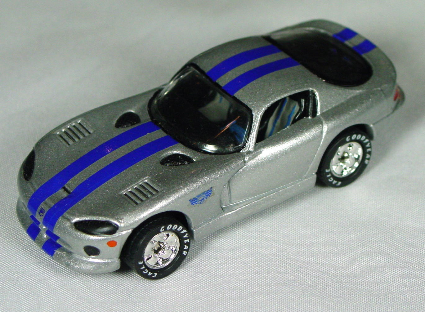 Pre-production 01 G - Dodge Viper GTS sil-Grey blue stripe disc wheels made in Thailand