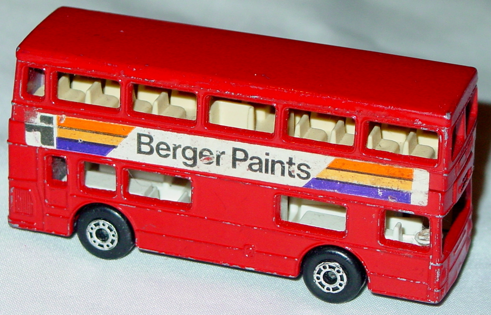 Lesney SuperFast 17 B 40 - London Bus red Berger Paints charcoal base DD