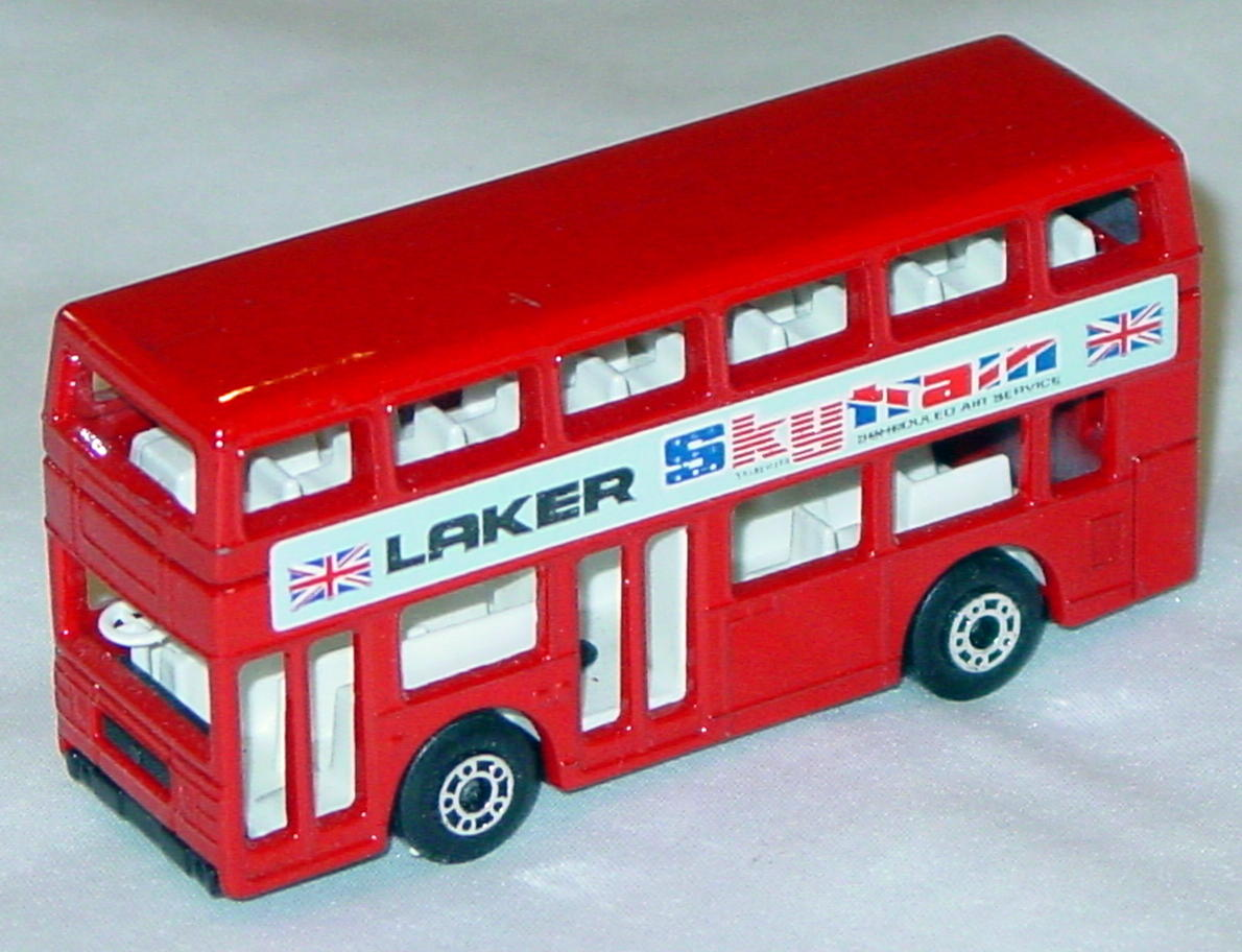 Lesney SuperFast 17 C 2 - Titan Bus red Laker 1 chip