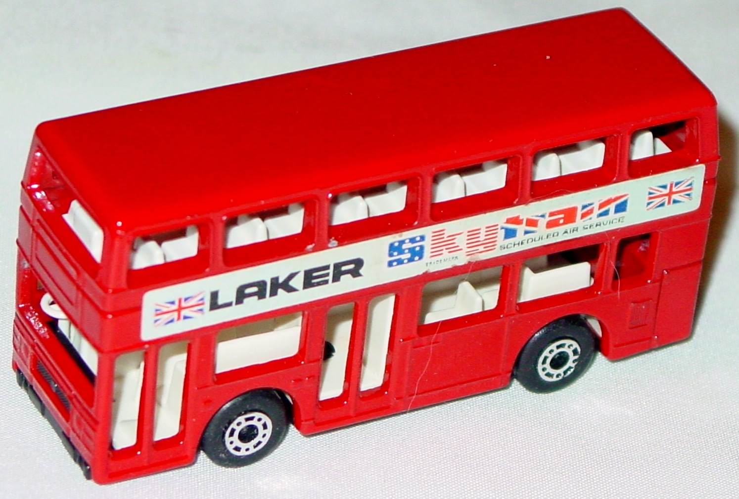 Lesney SuperFast 17 C 2 - Titan Bus Red Laker 1 decal 97%