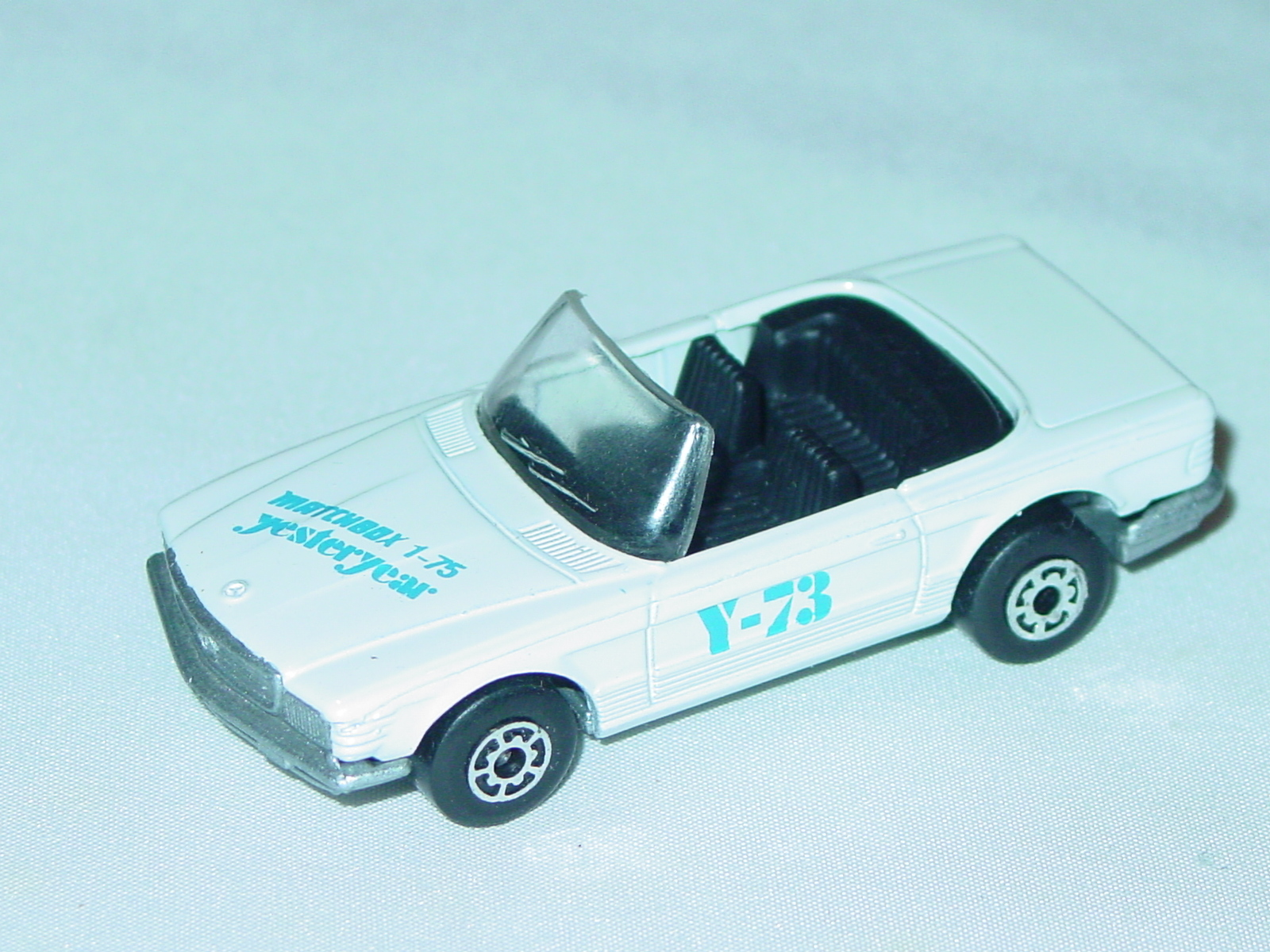 Bulgarian 06 B 13 - Mercedes 350SL off-White met sil-grey base Y-73