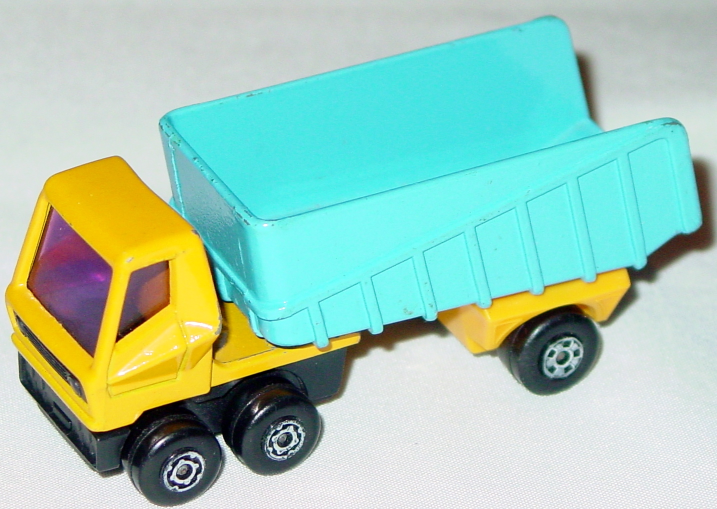 Lesney SuperFast 50 B 02 - Artic Truck org-yellow and blue