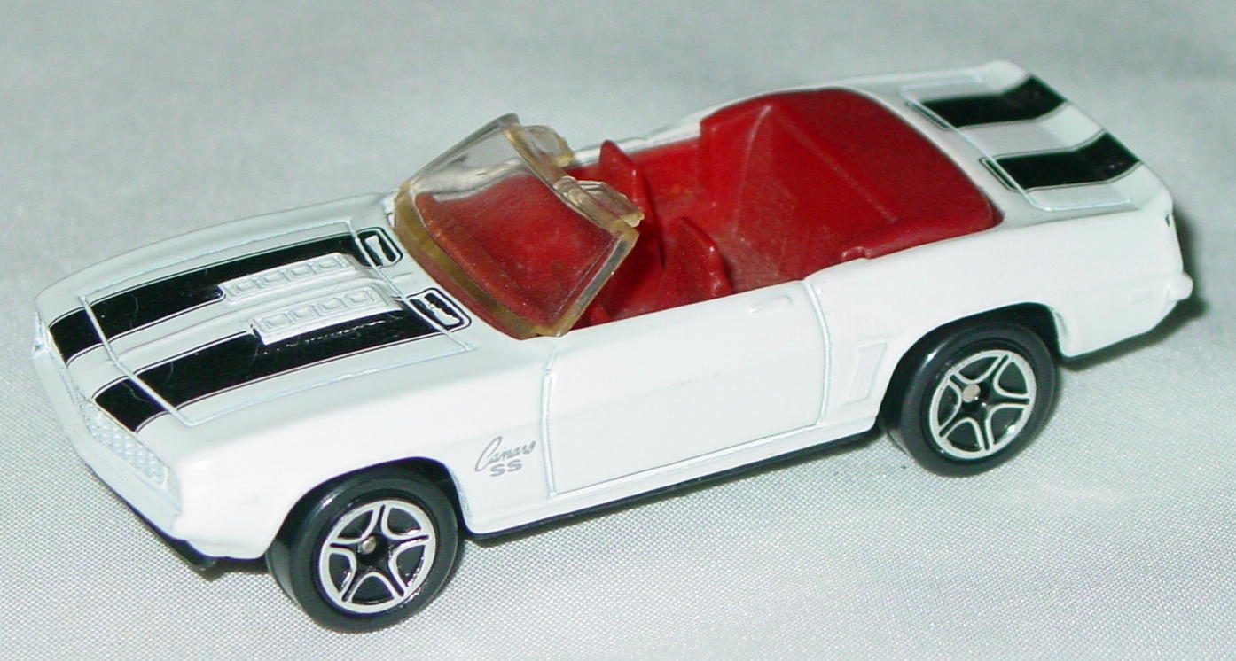 Offshore SuperFast 40 H 6 - 1998 33 1969 Camaro SS White dark red interior black stripe made in China