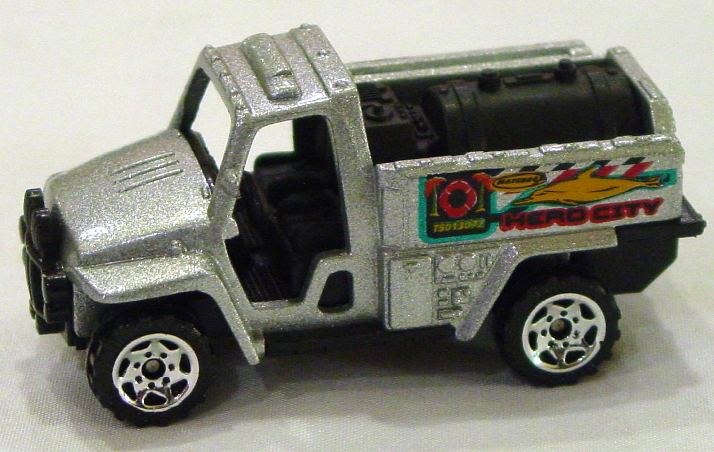 Offshore SuperFast 67 K 7 - 2004 37 Foam Fire Truck met Silver Hero City dolphin