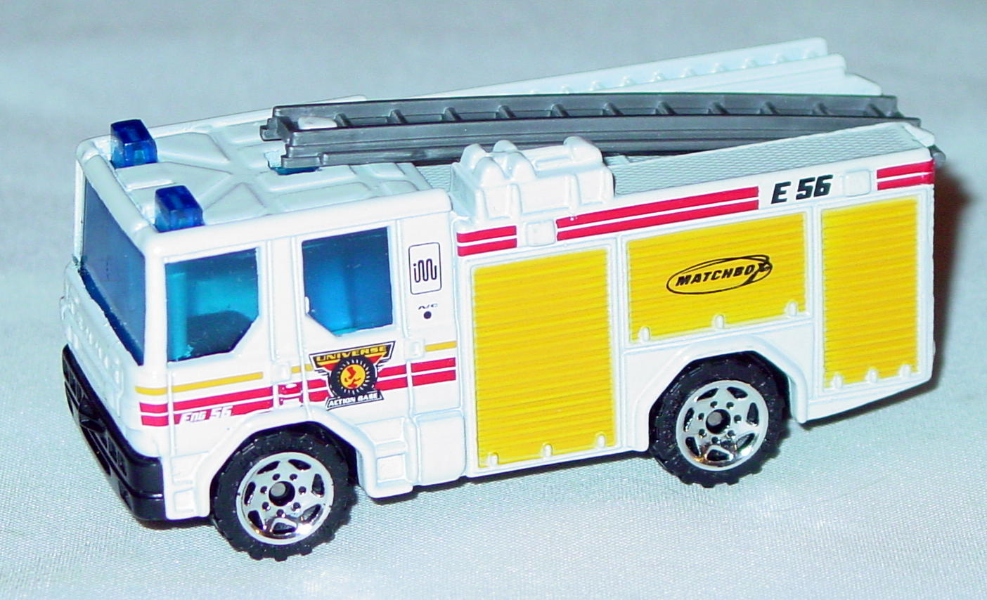 Offshore SuperFast 68 L 6 - 2001 30 Dennis Sabre Fire White Universe Action Base