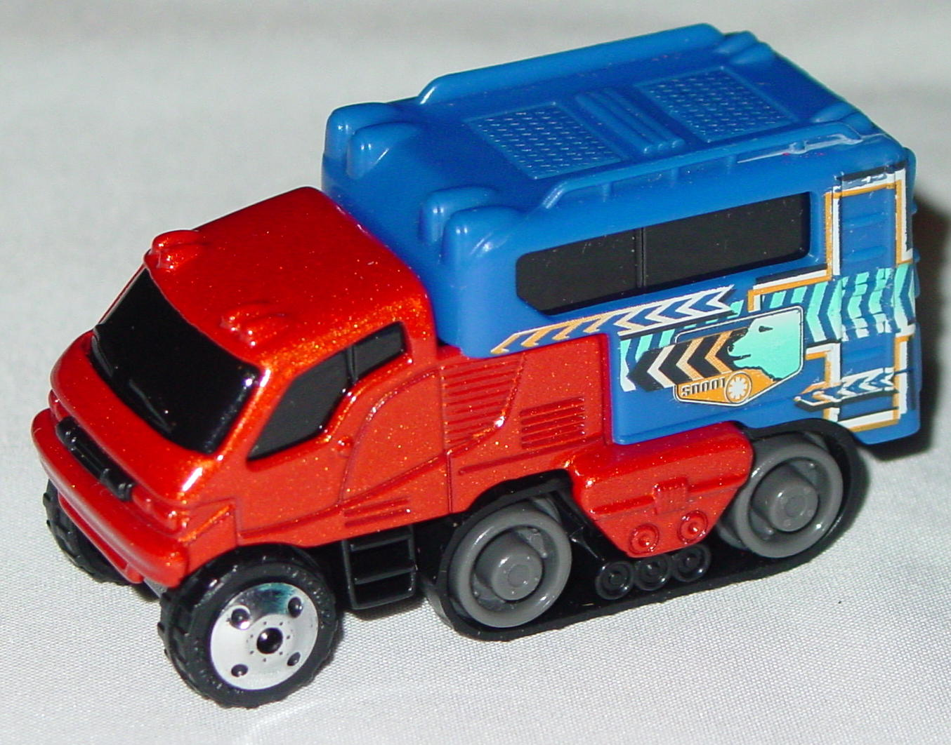 Offshore SuperFast 06 I 4 - 2002 68 Arctic Track Truck met Brnz blue cont made in China