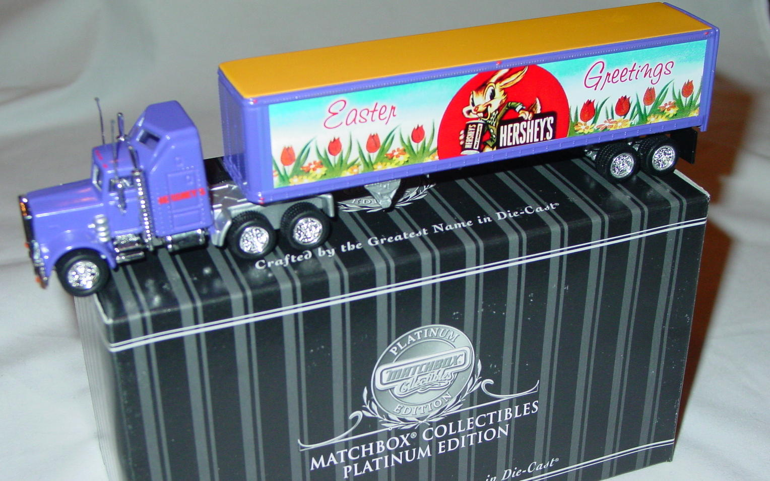 Collectibles - 92168 Hershey Tractor trailer Happy Easter