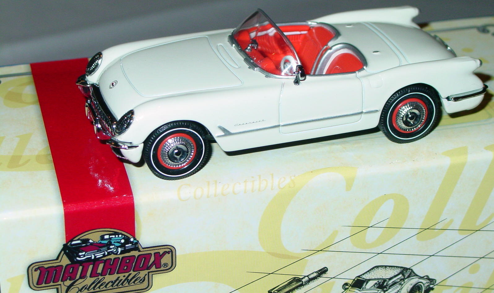 Collectibles - CCV06M MATCHBOX ULTRA 53 Corvette Cream