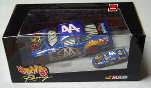 1_24 Scale - HW 2-pack 44 Kyle Petty with 1:64 scale model